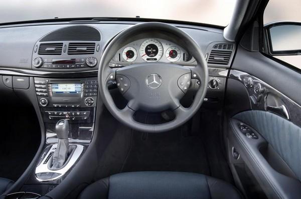 Mercedes-Benz-C200-2004-cabin