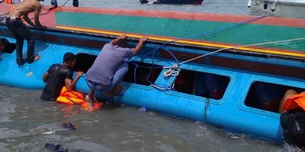 A-capsized-boat-in-Delta