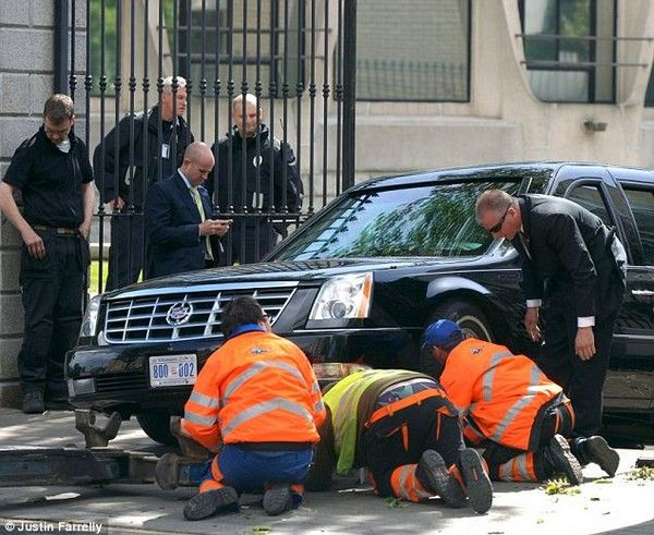 Obama-car-got-stuck