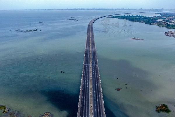 a-bridge-with-no-cars