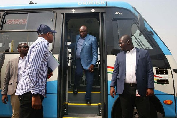 mr-ambode-alighiting-from-the-bus