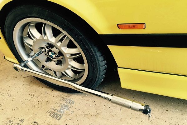 a-torque-wrench-holding-a-wheel-bolt