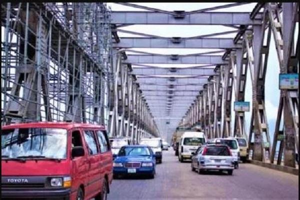 Cars-on-Niger-bridge-Onitsha