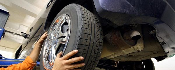 image-of-a-mechanic-replacing-tire