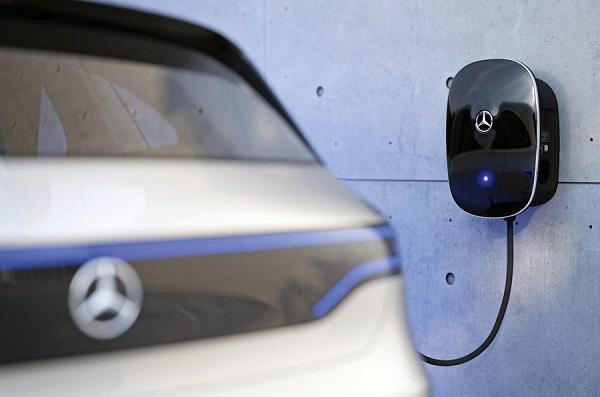 Mercedes-AMG-EV-charger