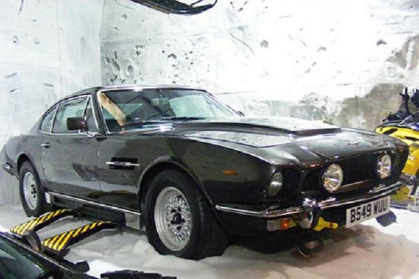 Aston-MartinV8-Vantage-Volante