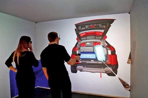 New-2019-Range-Rover-Evoque-boot-design-shown-in-3D-room