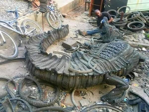 artist-making-tire-art