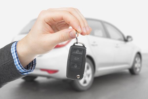 image-of-a-man-holding-car-key