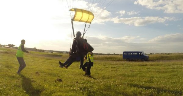 Training-someone-for-parachuting