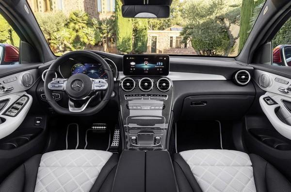 2019-Mercedes-Benz-GLC-coupe-cabin