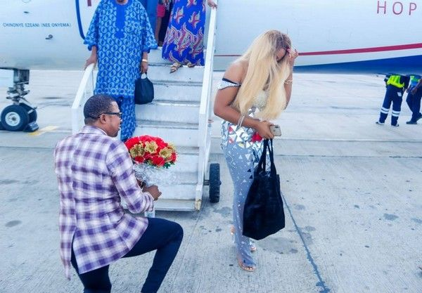 proposal-at-airport-2