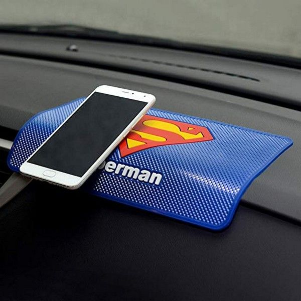 phone-sticky-mat-in-car
