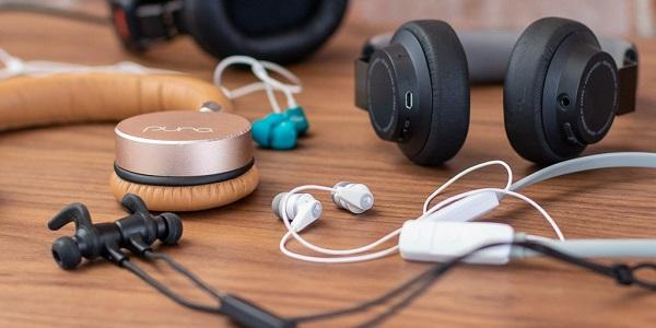 Earphones-Headphones-on-a-table