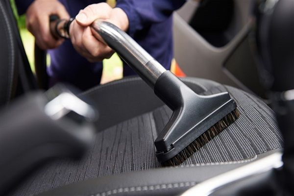 a-vacuum-cleaner-for-a car