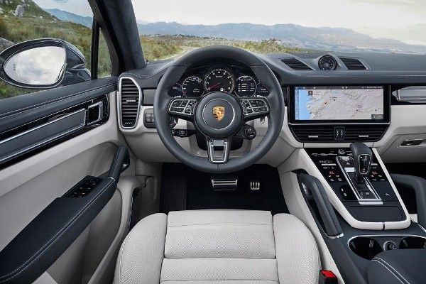 How it looks from the new 2020 Porsche Cayenne driver seat