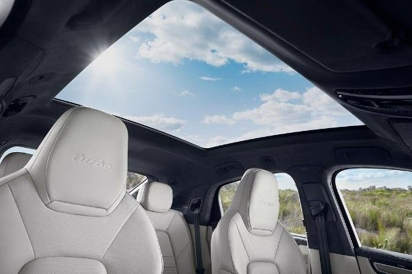 The sunroof onthe2020 Porsche Cayenne