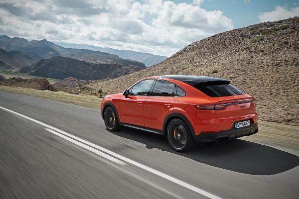 2020 Porsche Cayenne angular rear
