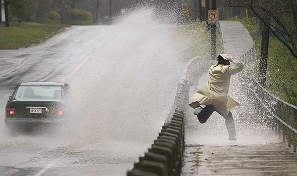 car-splashing-water