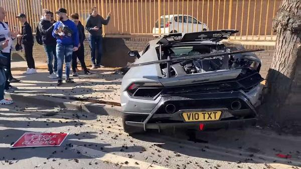 image-of-wrecked-Lamborghini-huracan