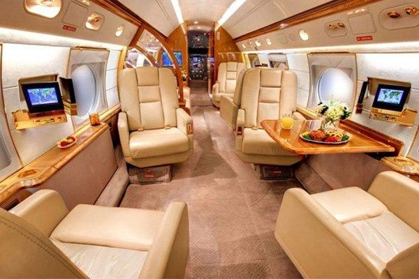 Comfy-luxurious-interior-of-Lionel-Messi-private-jet