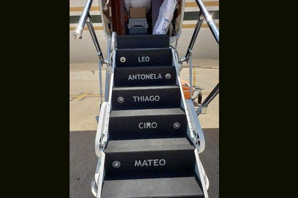 Leo-Antonella-Thiago-Ciro-Mateo-branded-on-Messi-jet-steps