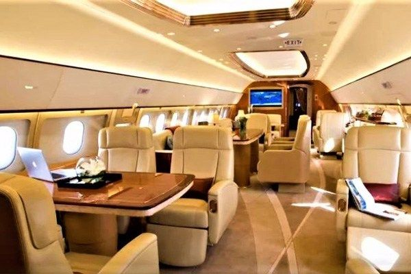 Luxurious-Interior-of-Cristiano-Ronaldo-private-jet