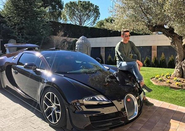 Ronaldo-and-his-Bugatti-Veyron