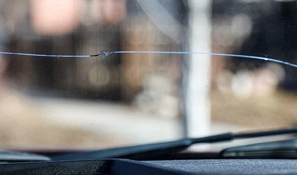image-of-cracked-windshield