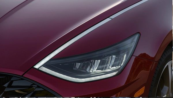 Headlight-of-the-2020-Hyundai-Sonata