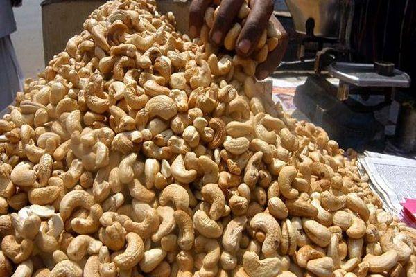 cashew-nuts-in-a-hip