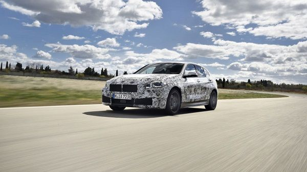 2020-BMW-1-Series-compact-car-01