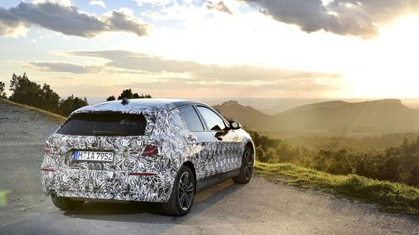 2020-BMW-1-Series-compact-car-02