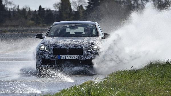 2020-BMW-1-Series-compact-car-03