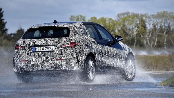 2020-BMW-1-Series-compact-car-04