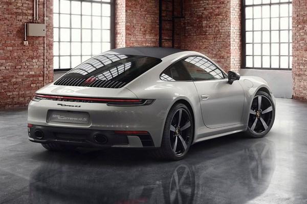 2019-Porsche-911-Carrera-rear-view