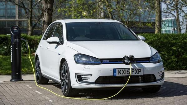 plug-in-hybrid-car-charging