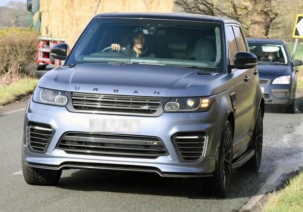 Marcus-Rashford-driving-Range-Rover-Urban
