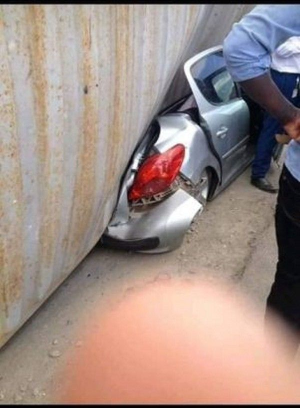 container-fell-on-car-2