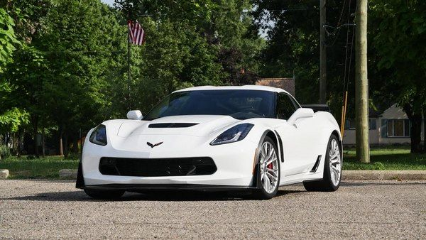 Chevrolet-corvette-z06-front-view