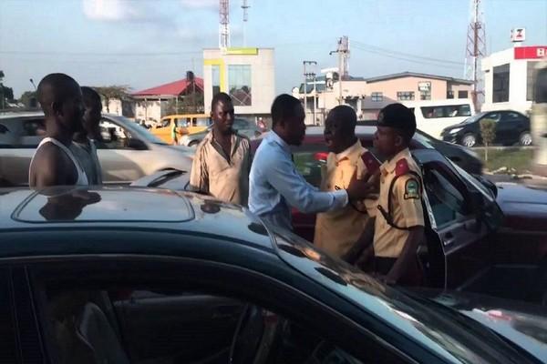 lastma-officials-fighting-car-driver
