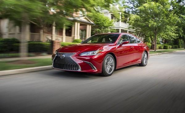 2019-Lexus-ES-running