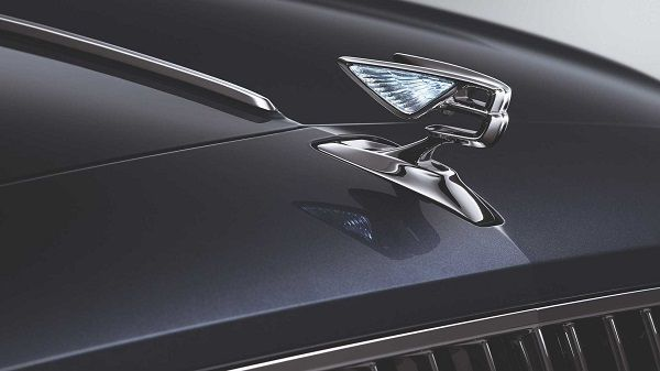 Flying-B-badge-of-the-new-2020-Flying-Spur