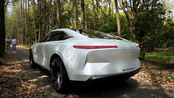Infiniti-e-sedan-back-view