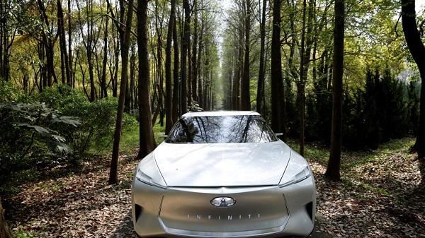 Infiniti-e-sedan-front-view