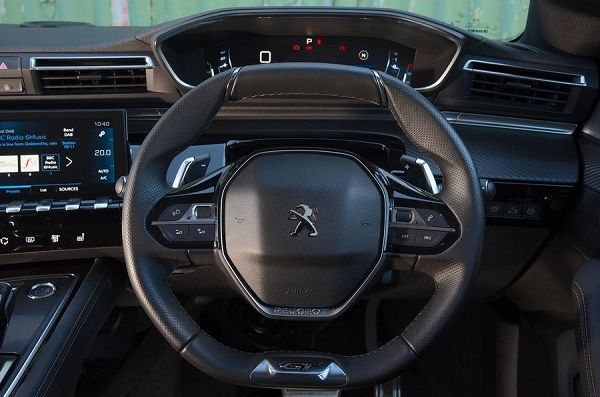 Steering-of-the-Peugeot-508