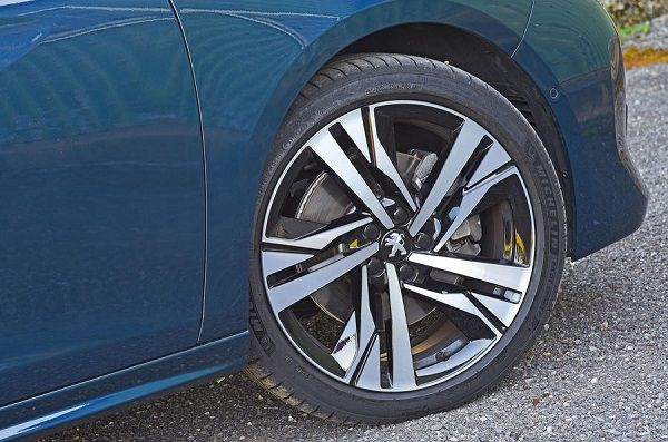 Tire-of-the-Peugeot-508-
