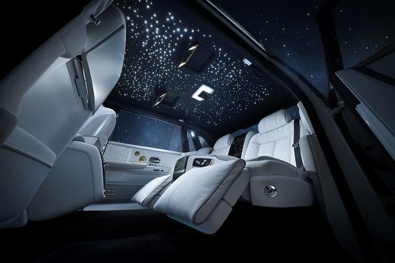 starry-night-through-Roll-Royce-Tranquility-moon-roof