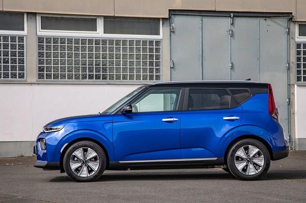 Side-view-2019-Kia-Soul-64kwh-EV
