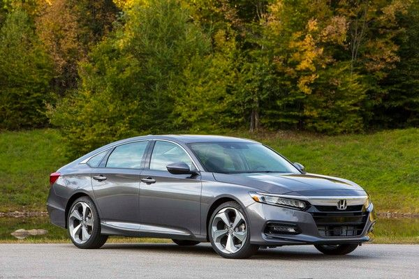 2019-Honda-accord-on-the-road